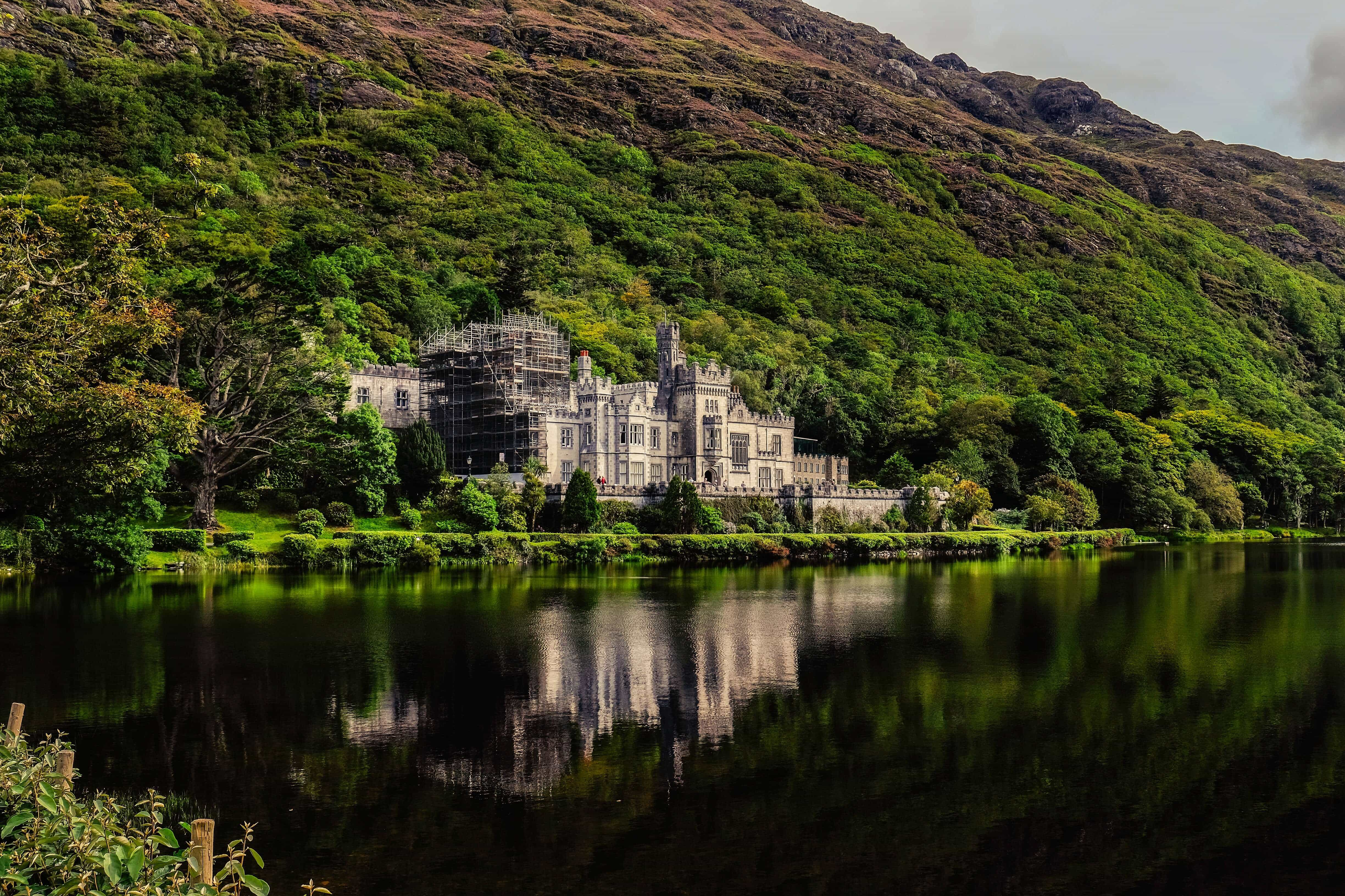 Kylemore Abbey – Photo by RUBEN XOVE on Unsplash