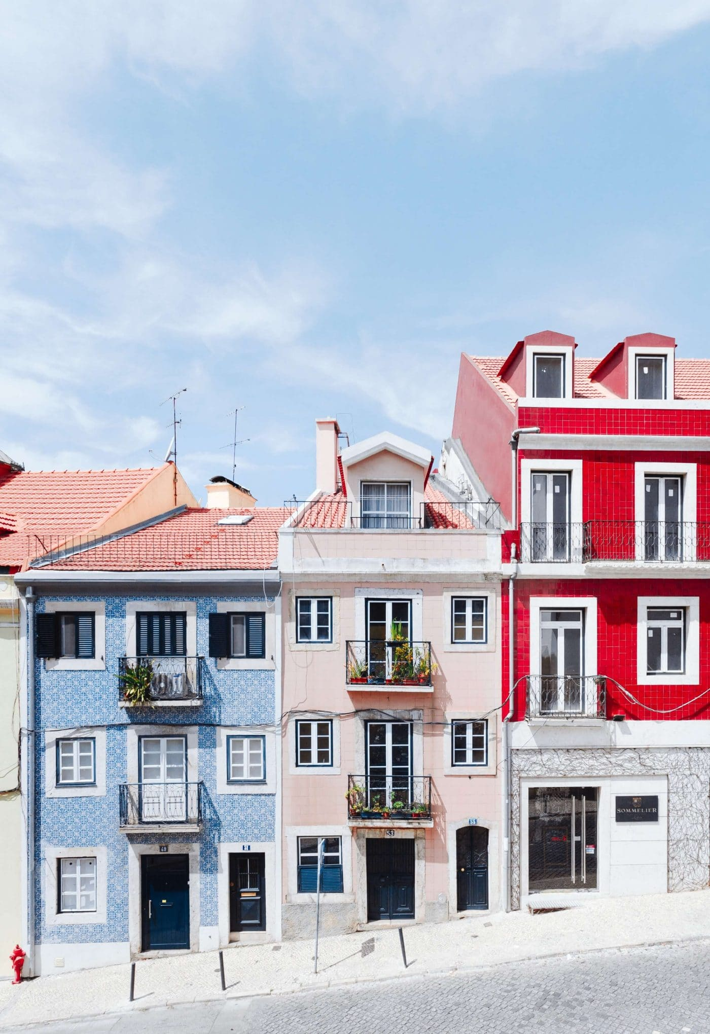 Colorful row houses iN Lisbon, Portugal – Photo by Hugo Sousa on Unsplash