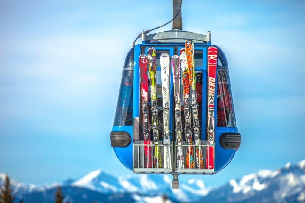Ski lift iN Austria – Photo by Kipras Štreimikis on Unsplash