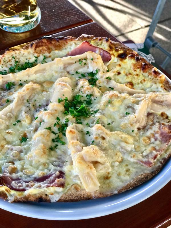 Pizza with white asparagus
