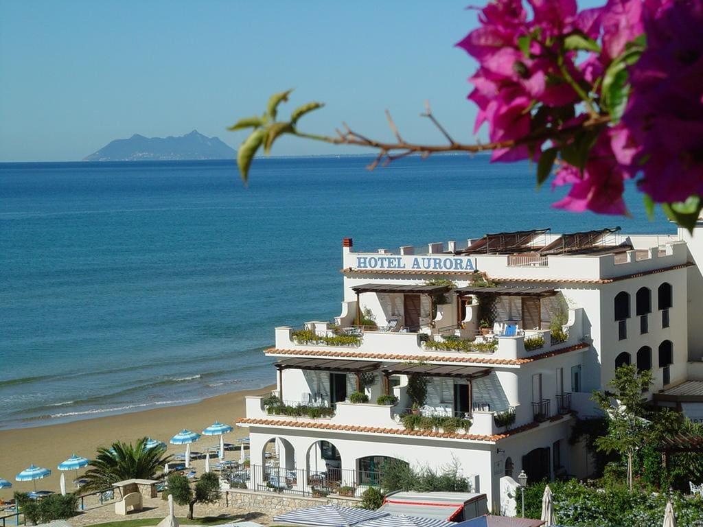 Exterior view of Hotel Aurora, Sperlonga and sea.