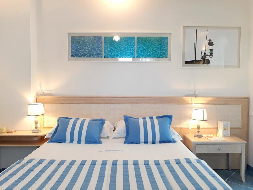Guest room with queen bed at Hotel Aurora, Sperlonga.